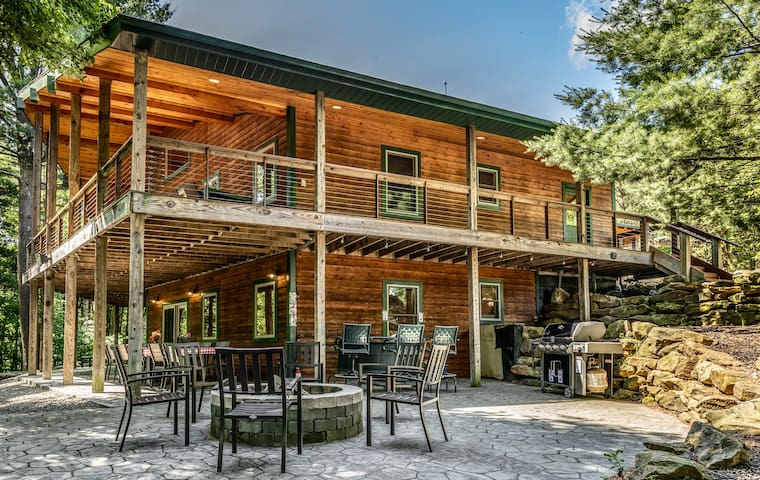 200-acres of Luxury in PA WILDS, Sleeps 18