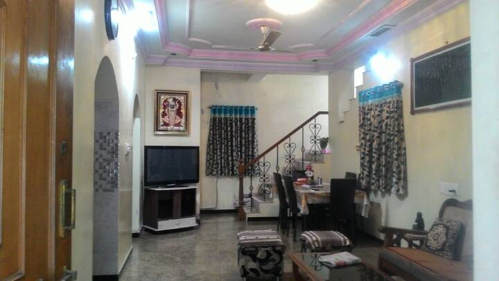 Lavish peaceful bungalow in main city