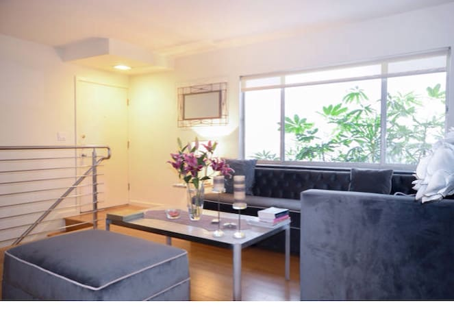 BEVERLY HILLS! Walk to Rodeo Drive! - Beverly Hills - Apartment