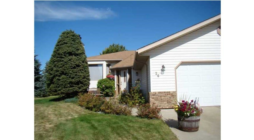 Beautiful & Spacious 4BR Home with Hot Tub
