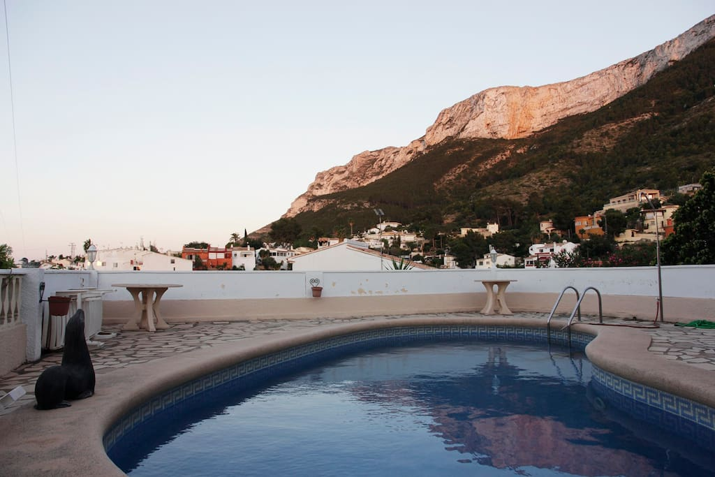 Private swimming pool and Montgo