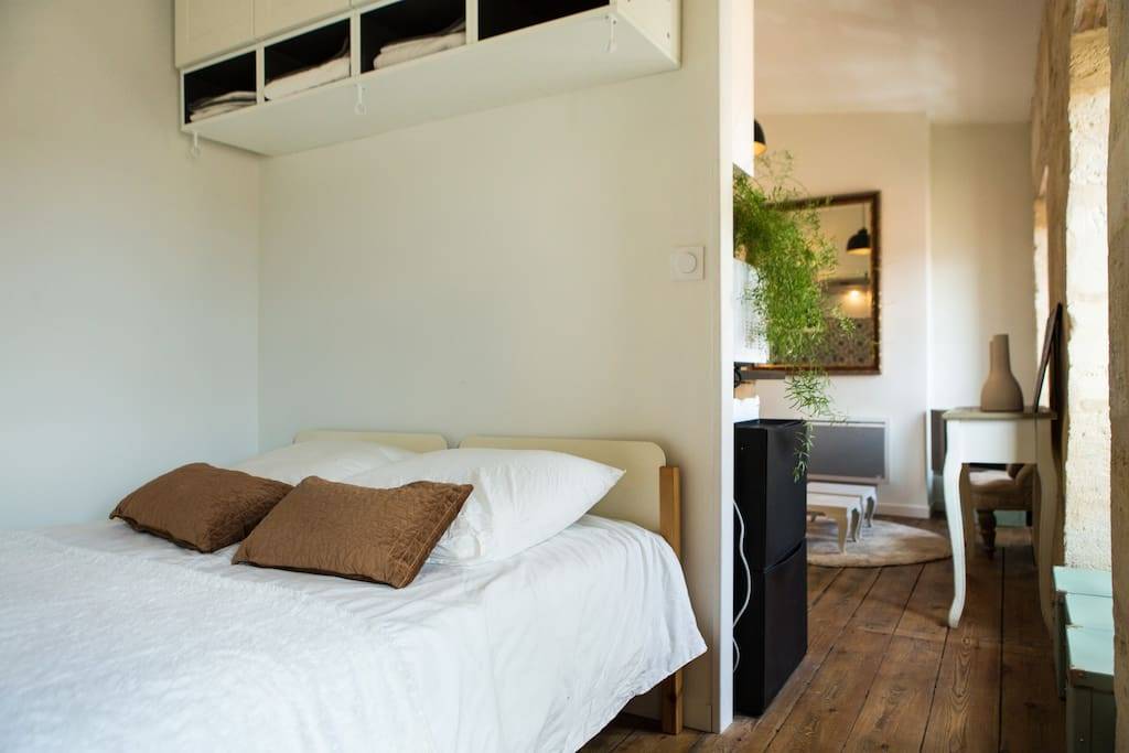 Studio de charme au jardin public appartements louer for Louer studio a bordeaux