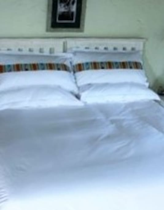 king bed bed with en suite shower only