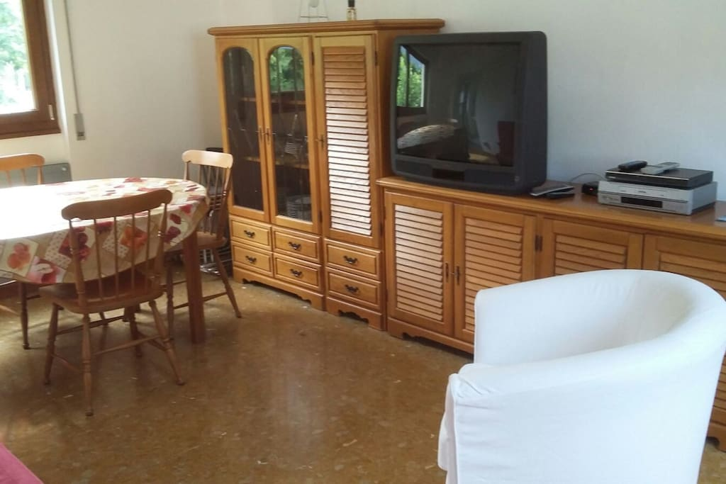 Ampio soggiorno con tavolo allungabile (8 posti)