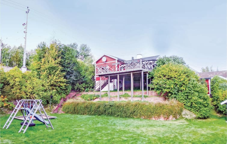 Holiday cottage with 6 bedrooms on 240 m² in Tranås
