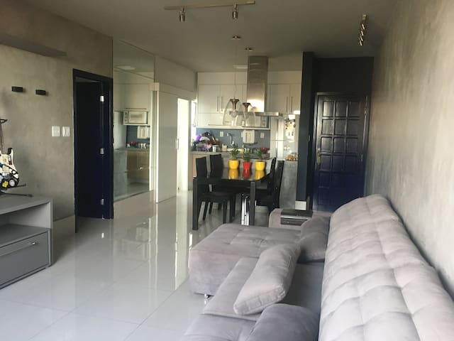 Quarto e Banheiro, Em apartamento familiar