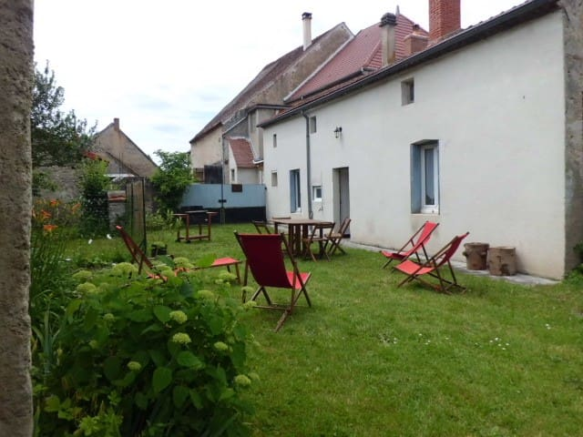 Dans la vallée de la Bouble, dans le Bourbonnais - Fourilles - Hus