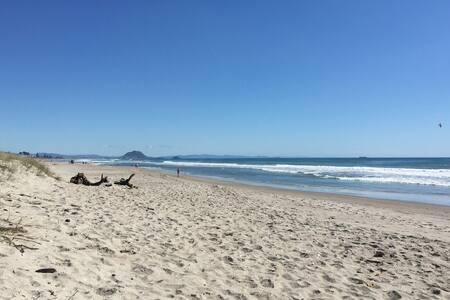 Separate Studio - Easy walk to the beach / Netflix