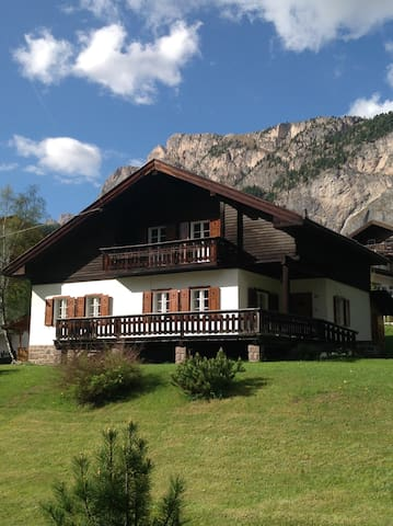 Beautiful Chalet with garden - Selva di Val Gardena