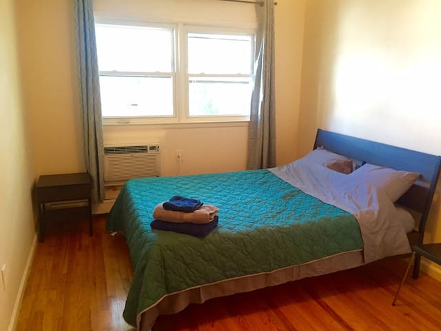 Big Comfy room in Upscale House close to NY, WIFI