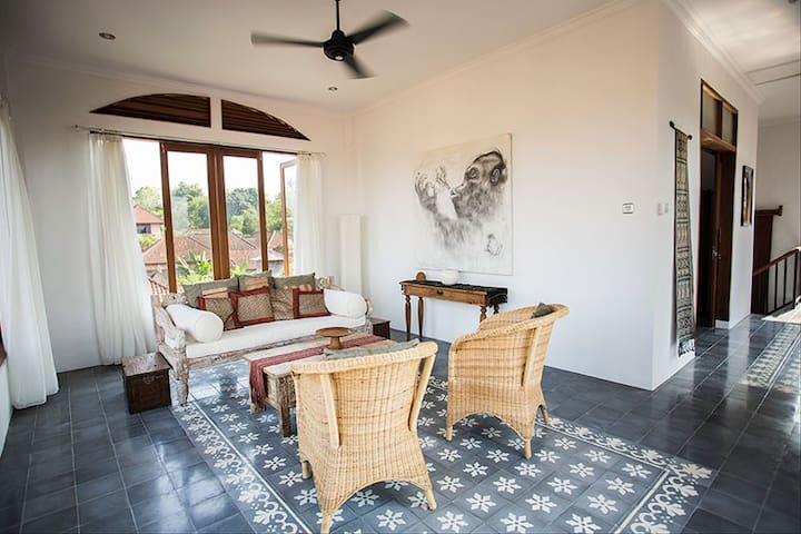 Walk everywhere! Townhouse in Ubud