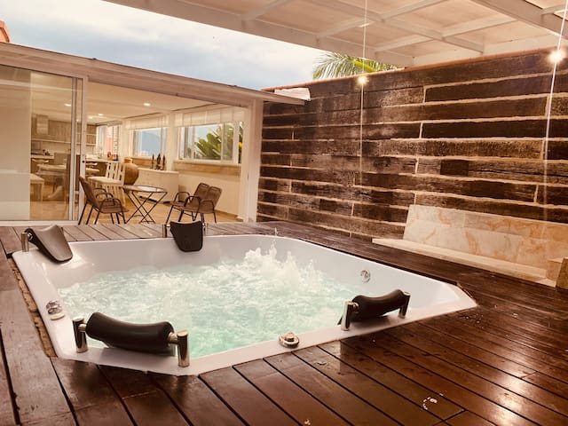 Best Luxury Villa & Jacuzzi in Medellin Poblado