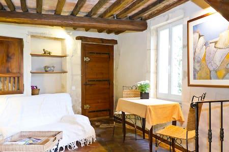 la maison jaune sous le chateau - Boulbon
