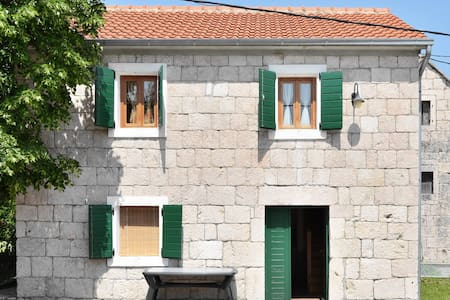 Stone house in village near Split - Vedrine