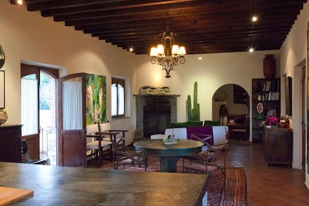 Artists' Home and Studio in Pozos - Mineral de Pozos - House - 1