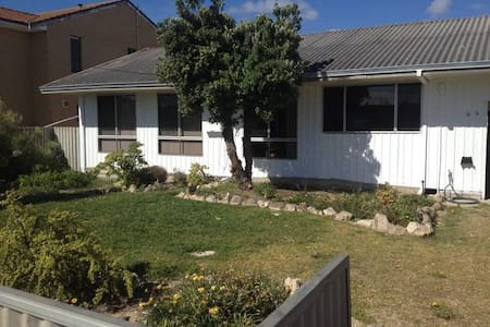 Bert and Issys Beach House - Lancelin