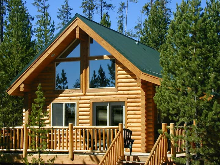 Two Bed / One Bath Log Cabin