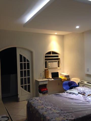 Bedroom with bath and couple bed - Niterói - บ้าน