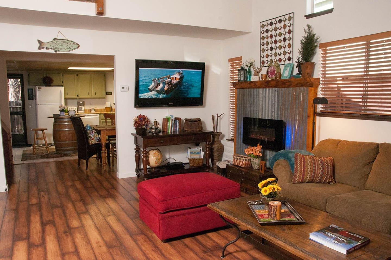 Open living area, electric fireplace and big flatscreen tv.