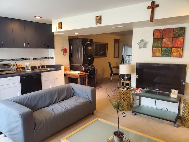 Move Into A Beautiful And Cozy 2 BRs, 1 Bath  Unit
