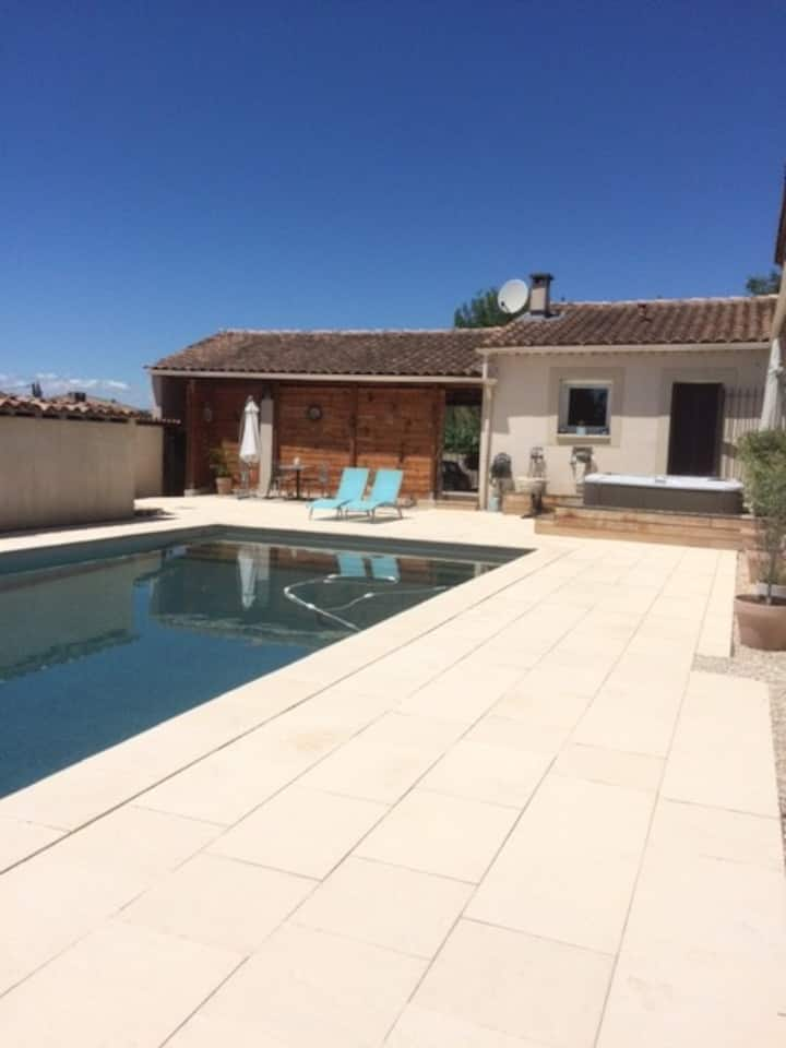 Charmante maisonnette en provence - piscine