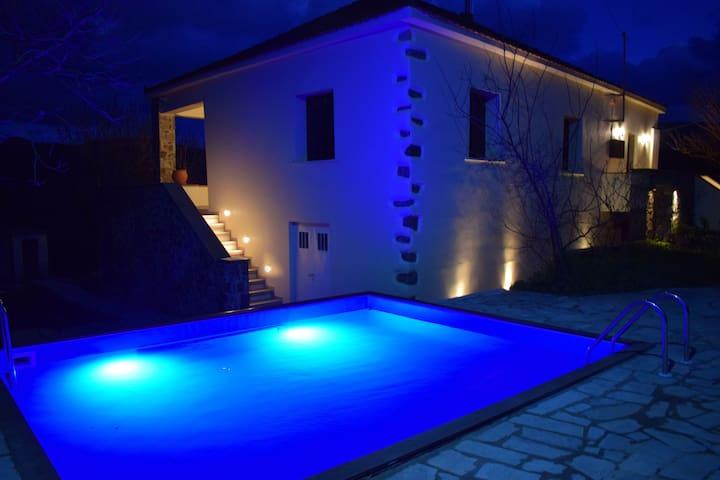 Villa Vlatos- Luxury Venetian  with private pool !