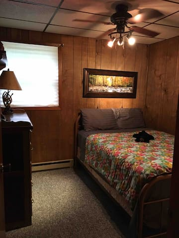 2nd bedroom Full size bed!