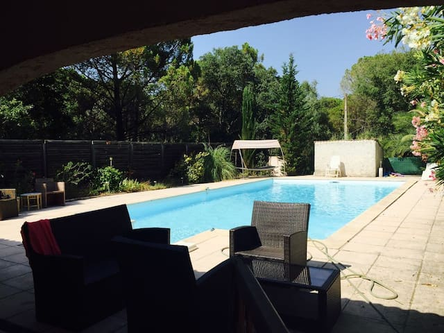Private house (4 to 10 p.) with large private pool