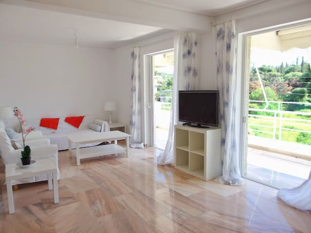 Charming Seaside Apartment in Kavouri, Vouliagmeni - Vouliagmeni - Wohnung