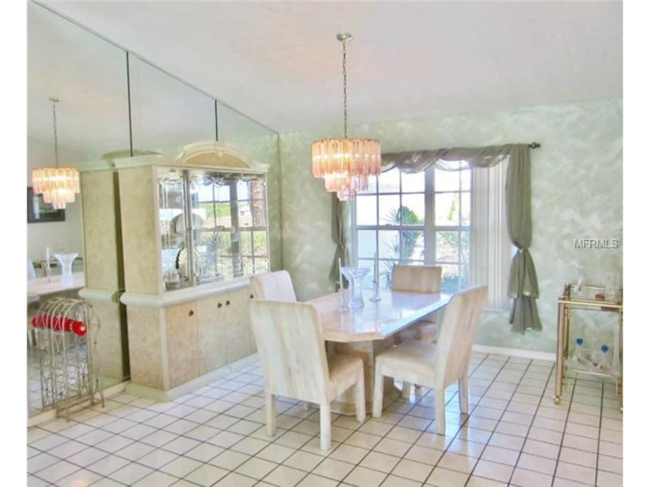 Great dining space, lots of room.