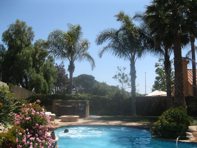 one bedroom one bath downstairs - Moorpark - Dom