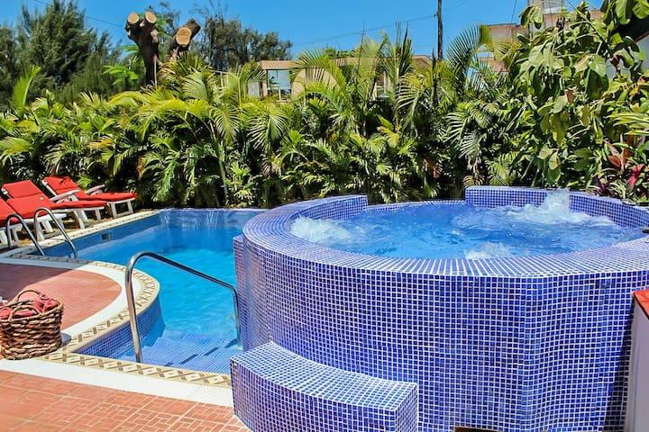 RHPLOF20 6BR Private Villa Miramar