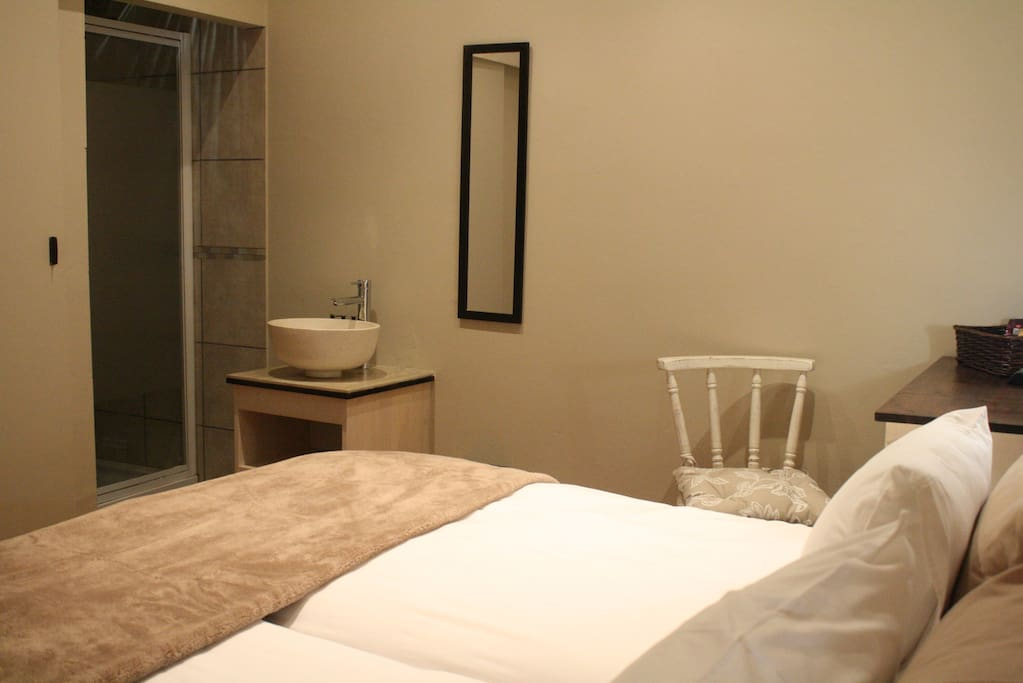 King size or Twin beds with en suite bathrooms (shower)