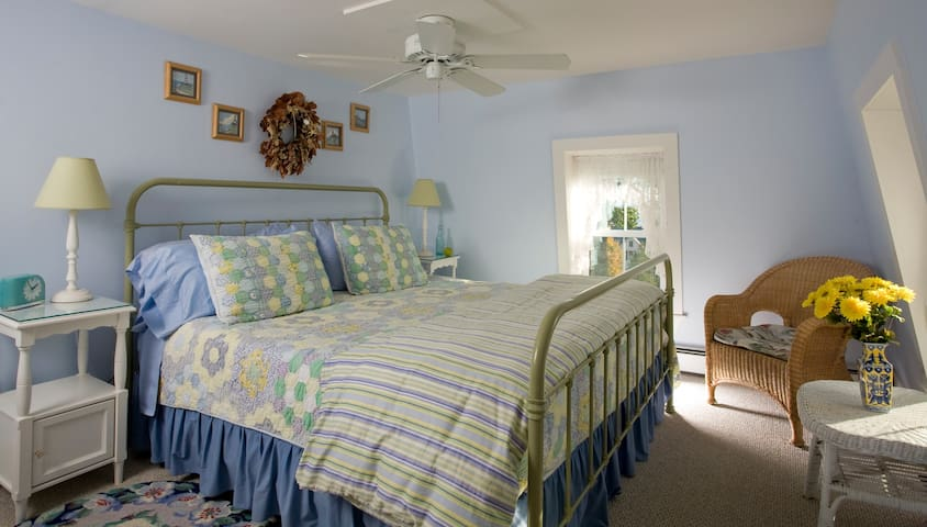 The Harborside Suite - Harbour Cottage Inn Bed and Breakfast