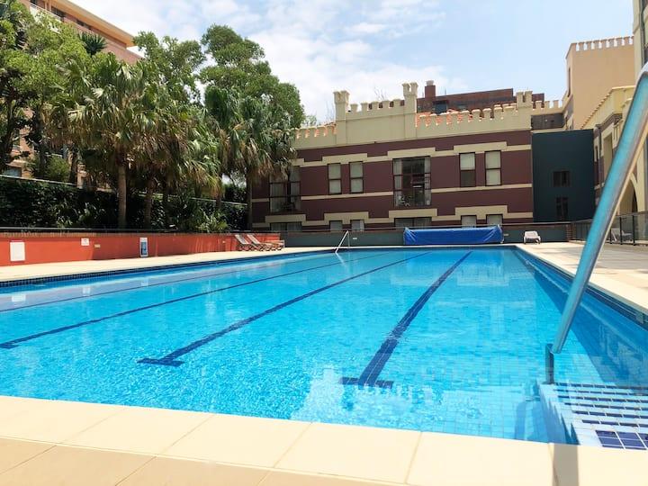 Luxury Apt & Pool: Private Room+ Ensuite near City