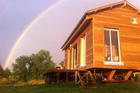 Maison en bois dans un pré - Nuits
