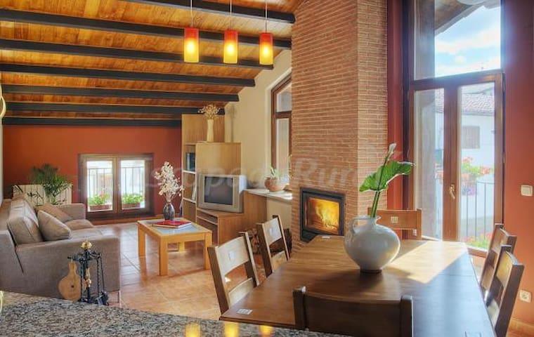 apartamento II, buhardilla con chimenea en Navarra