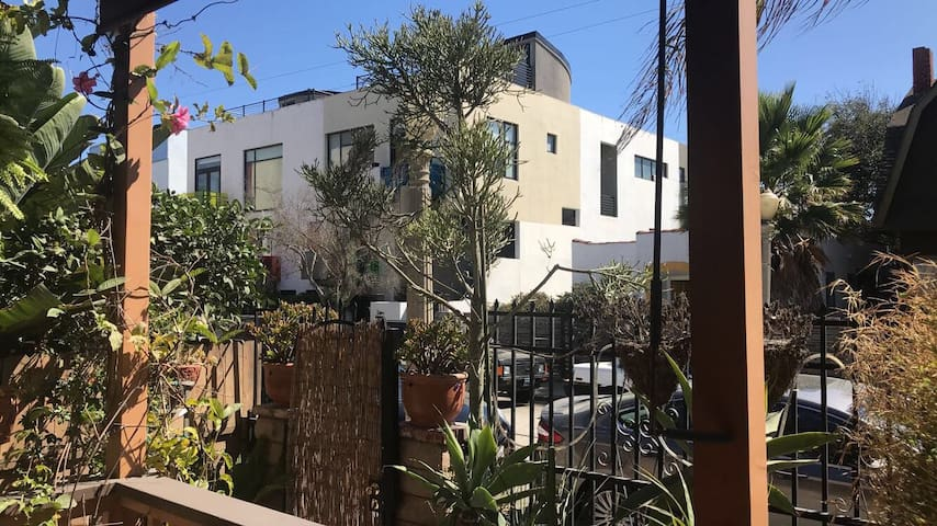 Live like a local! Venice Beach Duplex Paradise
