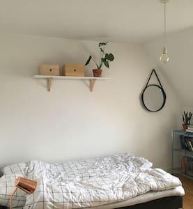 Lys og hyggelig lejlighed i Odense centrum - Odense
