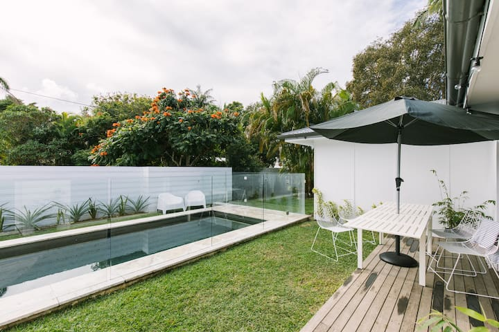 BYRON POOL HOUSE