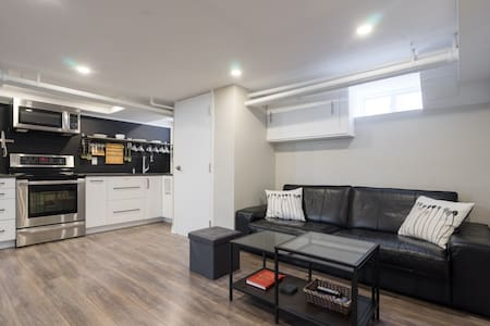 Modern open-concept 2 bed, 2 bath with Jacuzzi tub