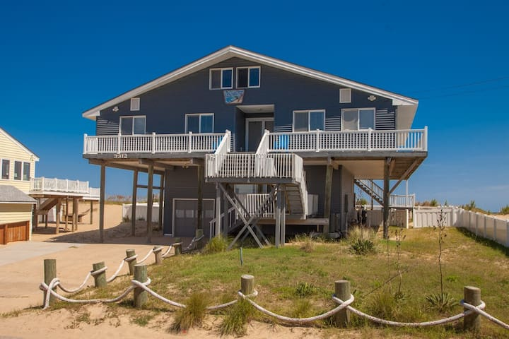 Shore Thing: Shore Thing Beachy 5 bedroom oceanfront home with pool, hot tub, great views