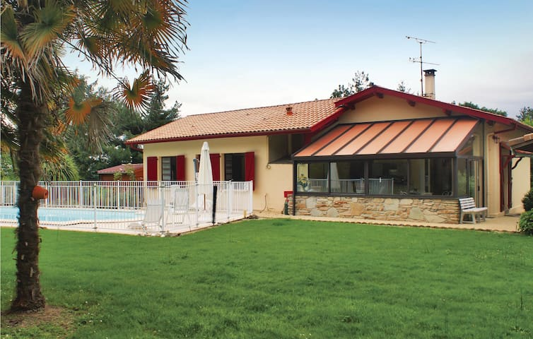 Holiday cottage with 3 bedrooms on 217 m²