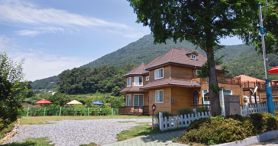 남해섬 미국마을 호수가의 산타페 펜션 2 호실 (Room No. 2) - Namhae-gun - Ev