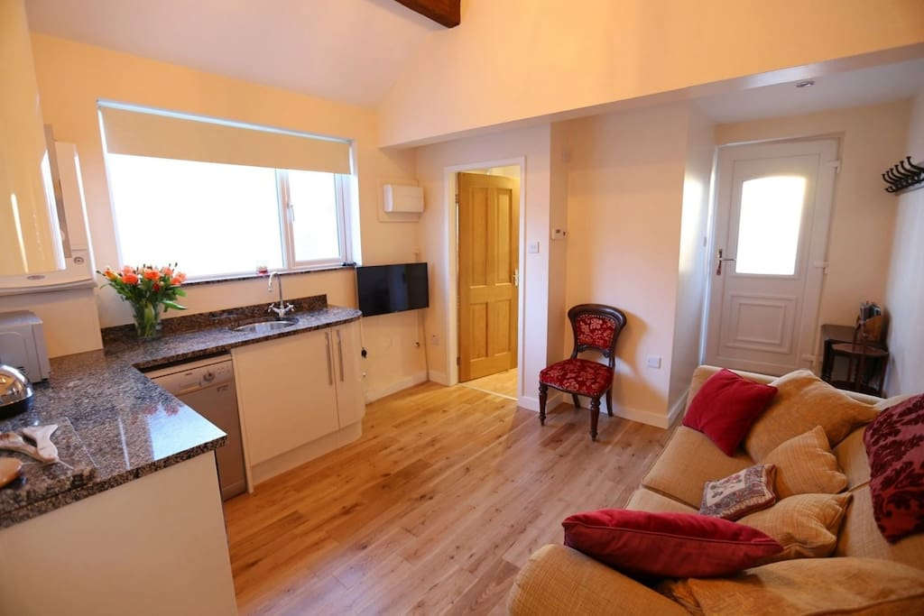 Solid oak floors, beautiful polished granite surface, all modern amenities inc fridge/toaster/microwave combi & 2-ring cooker.