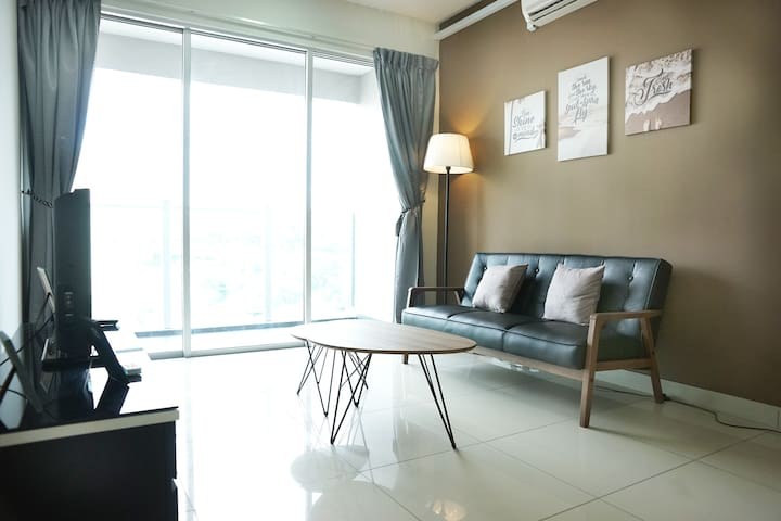 3 rooms, 2+many free parking, 500m to Mrt