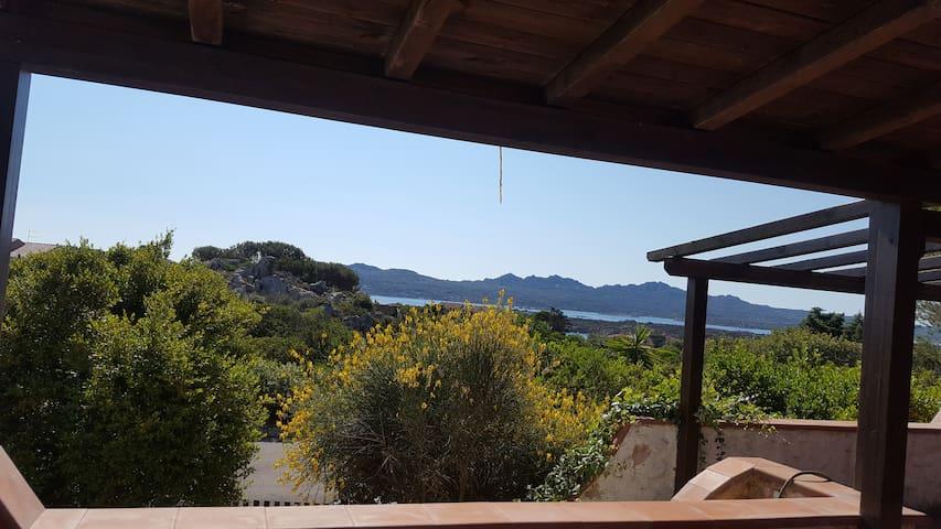 Piccolo appartamento indipendente in una villa - Villaggio Piras