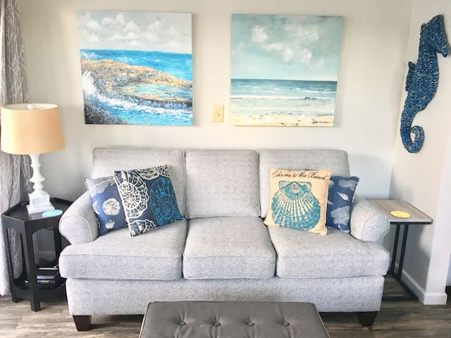 Relaxing, Remodeled Beach Condo
