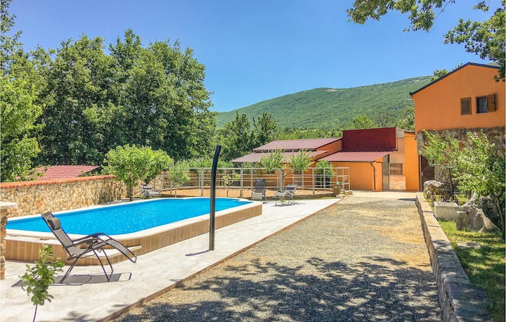 Stunning home in Vrlika with Outdoor swimming pool, WiFi and Heated swimming pool