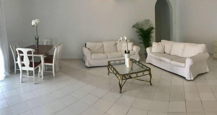Best offer - lovely master bedroom-Dubai!